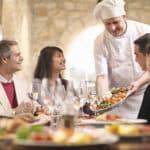 Les Français rêvent de restaurants: comment les attirer lors de la réouverture?